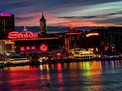 マカオから香港へバスで橋を渡る。