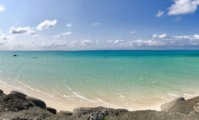 夫婦で沖縄好きなので、1年に1度は沖縄へ行きたい気持ちがあるのですが…<br />ここ数年の国内旅といえば、Jリーグの湘南ベルマーレのアウェイ旅をしていたりで、沖縄は4年ぶり!<br /><br />無性に沖縄へ行きたくなり、溜まったマイルで急遽、沖縄旅行の計画です。<br />宮古島の下地島空港新ターミナル開港で、航空ファンの聖地、17エンドが3月末に車両通行止めになるとのこと、久しぶりに宮古島まで足を延ばして。<br />沖縄に行く際には、夫の行きつけの那覇の居酒屋「酒肴さくら」さんもセットになるので、<br />那覇1泊、宮古島1泊の2泊3日。<br /><br />羽田~那覇 JAL片道11500マイル/2人<br />宮古島~東京 ANA片道10000マイル/2人<br />JALのボーナスマイルを貯める為、<br />那覇~宮古島JAL片道 チケット ¥14800/2人のみ買いました。<br /><br /><br />この旅行記は2日目からです。<br />7:25 那覇発→JAL  8:15 宮古島着<br />レンタカー屋さんが空港にお迎えにきて、<br />マツダロードスターをお借りします。<br />12時間 ¥7500のお値打ち価格!<br />今回もトータルで1人4万円以下のコスパ旅になりました。
