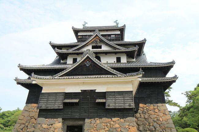 趣味の一つ&quot;城巡り&quot;。<br />「日本100名城」を攻略中…だったのですが、気付いたらなんと2年半も休活。久しぶりです。<br /><br />たまたま米子で用事があったので、その前から乗り込んで松江城と月山富田城に行ってみました。<br /><br />旅費は、ANA旅作で羽田-米子間の往復航空便と米子1泊で40,500円!<br />しかも、宿泊プランは朝食付き+1,000マイル+ANA FESTA1,000円券付き!<br />片道運賃が約3万円の路線ですから、単純往復よりホテル付のほうが2万円も安いうえにマイルも多く貯まるというオトクさです。<br /><br />ちなみに、月山富田城は舐めてかかると大変です…