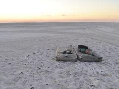 世界最大級の塩湖マカディカディパンでのオーバーナイトキャンプ