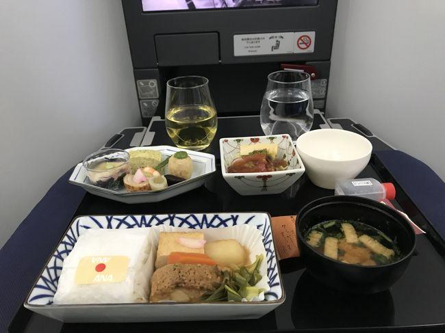 GWにメルボルンに行ってきました。<br />復路はロイヤルブルネイ航空のメルボルン→成田の片道チケットが激安で入手できたため、何とかメルボルンまで行く方法を考えました。GWということもありLCCを乗り継いでも日本を出るフライトがかなり高いです。そんな中特典航空券は絶対無理だろうと思ってみてみると、ユナイテッド航空の特典で成田→プノンペン→バンコク→メルボルンというフライトが出てきました。しかもビジネスクラス!<br />GWに特典航空券で旅行なんて本当にお得です。<br /><br />かなり回り道ルートですが、飛行機に乗るのが楽しみな自分にとってはかえって好都合!<br />まずはプノンペンまでのANAビジネスクラスのフライトの様子を書こうと思います。