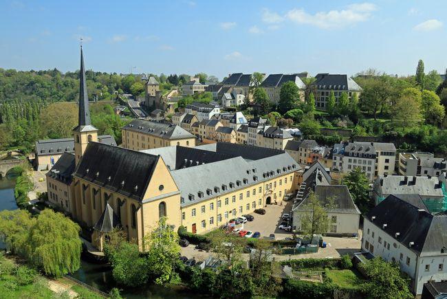 2019年GWのベネルクス3カ国の旅、ルクセンブルク編です。<br />9日間の旅も中盤、ベルギーのアントワープ、ブリュージュ、ゲントと来て、ブリュッセルまでやってきました。ブリュッセルでは2泊する予定ですが、せっかくなのでその中日にルクセンブルクまで列車を使い日帰りで往復するという小旅行を入れることにしました。<br />ただ、以前こうした計画を行き当たりばったりにやってみて失敗したことがあるので、今回はベルトラにも登録されているベルギーエクスプレスさんのオプショナルツアーを申し込むことにしました。<br />ということで、行程的にも心配なしですので、後は天気のみ。それでは早速ですが、小国の小旅行に行ってみます。