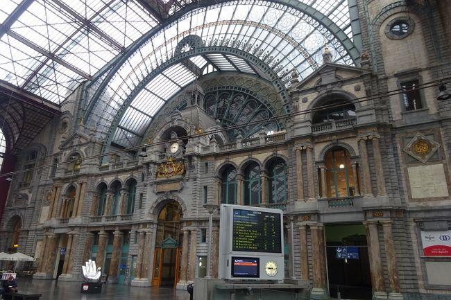 母、姉、私の3人旅。続きます。<br />電車で行くアントワープの旅。こじんまりとした街でした。<br />【5/16】伊丹→成田→ブリュッセル<br />【5/17】ブリュッセル街歩き    <br />【5/18】ブリュージュ<br />【5/19】ゲント       <br />【5/20】アントワープ→ブリュッセル→成田<br />【5/21】成田→伊丹