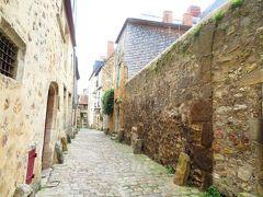 ル・マン旧市街徘徊♪この外壁から等間隔で道に出っ張っている石は何だろう?2019年5月 フランス ロワール地域他 8泊10日(個人旅行)60