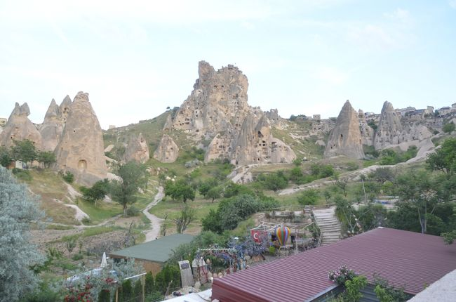 このツアー参加の決め手にもなったカッパドキア。<br /><br />トルコのツアーは数あれど、カッパドキアの洞窟ホテルに3連泊は珍しい。<br /><br />1日でおよそ700km移動をした甲斐のある景色には出会えたのでしょうか。