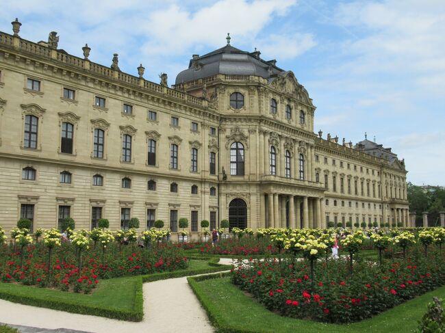 5年に1度もらえるリフレッシュ休暇を利用して、ドイツ8日間の旅に<br />行ってきました。<br />ドイツを選んだのは連れがノイシュバンシュタイン城を見たいと<br />言ったから。<br />前回フランス旅行をゴリ押ししたので、今回は希望を優先しました。<br />フランスの時は世界的な建造物に感動して「絶対にまた行く!」<br />と思ったのに、日が経てば記憶もだいぶ薄れ…今度はなるべく<br />記録に残そうと覚え書きを書くことにしました。<br /><br />①羽田-リューデスハイム<br />②リューデスハイム-ケルン<br />③ケルン-ヴュルツブルク<br />④ヴュルツブルク-ローテンブルク<br />⑤ローテンブルク-ガルミッシュパルテンキルヘン<br />⑥ガルミッシュパルテンキルヘン-ミュンヘン<br />⑦ミュンヘン-羽田<br /><br />平日は時間がないので、ぼちぼち書いていこうと思います。