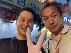 ソウルで屋台のオヤジと美人ギャルと大騒ぎ^_^