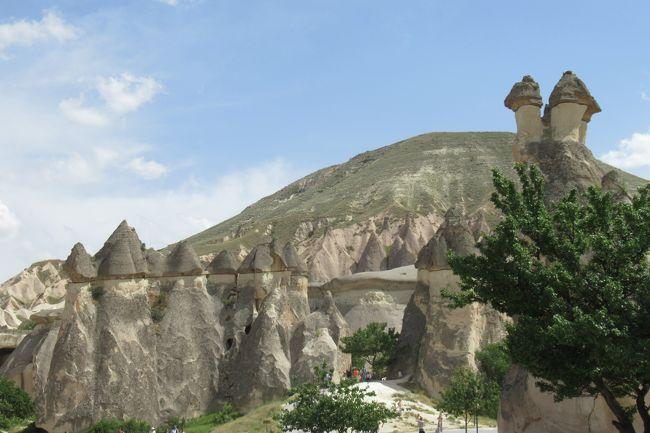 お昼ご飯は洞窟レストランでいただきました。<br /><br />その後はらくだ岩とゼルベの谷へ。<br /><br />カッパドキア観光のハイライトが続きます。