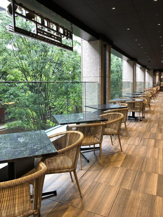 ◆ 東京・丸の内 日比谷『二重橋スクエア』2F【Morton&#39;s The Steakhouse】<br /><br />2018年11月8日、アメリカ・シカゴ発の老舗ステーキハウス<br />【モートンズ ザ ステーキハウス】丸の内が日本初上陸!<br /><br />お肉好きな私は有名ステーキハウスはほとんど行っているので、<br />米国のモートンズのステーキもいただいたことがあります。<br />東京・丸の内店の評判もよいです。バーコーナーと写真のテラス席では<br />ハッピーアワーも適用されます。今回は店内で高額なステーキコースを<br />いただいて参りました。<br /><br />◆ 2019年6月17日、世界初登場となる【ウルフギャング・ステーキハウス <br />シグニチャー】東京 青山店がグランドオープン!<br /><br />行かなくちゃね♪<br /><br />◆ 東京・丸の内 日比谷『二重橋スクエア』2F【YAUMAY】<br /><br />2018年11月8日、点心専門店【ヤウメイ】がオープン!<br /><br />ミシュラン1つ星の【唐茶苑/Yauatcha(ヤウアチャ)】がハワイの<br />インタマに2017年にオープンした際に載せましたが、その系列店です。<br /><br />ALAN YAU(アラン・ヤウ)氏による最先端を体感する独創的点心レストラン。<br />世界中の都市でスマッシュヒットを仕掛ける彼のお店が日本初出店です。<br /><br />ロンドンでセレブリティが挙って集まり話題を攫ったレストラン<br />「HAKKASAN(ハッカサン)」や世界展開の「Yauatcha(ヤウアチャ)」を<br />立ち上げたチームが東京・丸の内に集結。<br /><br />◆ 東京・丸の内 日比谷『二重橋スクエア』1F<br />【ADRIFT by David Myers】<br /><br />タパス&グリル【アドリフト バイ デイヴィット マイヤーズ】でランチ♪<br /><br />◆ 東京・丸の内『丸の内ブリックスクエア』2F【GRILL UKAI】<br /><br />【グリルうかい】丸の内店<br /><br />大好きな「うかいグループ」の丸の内にあるフランス料理店で今回も<br />ランチをいただきます。高級黒毛和牛である田島牛のサーロインステーキや<br />フォアグラ、オマール海老、デザートの盛り合わせなど、バラの咲く<br />『丸の内ブリックスクエア』の中庭を見下ろしながらいただきました。