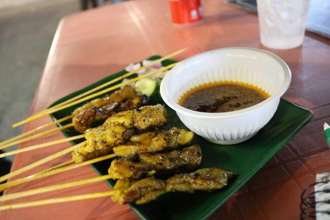 マレー半島の旅を終えてジョホール・バルに戻って来ました。<br />夜市が開かれていたので行ってみました。<br />マレーシア最後の夜の食事は屋台で気に入ったサテーを注文しました。<br />美味しかったので追加注文しました。<br />マレーシアは物価が安く治安もよくて<br />何よりも食べ物が美味しかった!(^^)!<br /><br />★6/14(金)クアラルンプール→ ジョホール・バル泊 (レンタカー返却)<br />★6/15(土)ジョホール・バル <br /><br />日程<br />6/04(火)ポートランド → サンフランシスコ →(飛行機移動)<br />6/05(水)成田 → シンガポール泊 <br />6/06(木)シンガポール → ジョホール・バル泊 (バス移動)<br />6/07(金)ジョホール・バル → マラッカ泊 (レンタカー移動)<br />6/08(土)マラッカ泊<br />6/09(日)マラッカ → クアラルンプール泊 <br />6/10(月)クアラルンプール → Felda Residence Hot Spings泊<br />6/11(火)Felda Residence Hot Spings  → キャメロンハイランド泊<br />6/12(水)キャメロンハイランド→ クアラルンプール泊<br />6/13(木)クアラルンプール泊<br />6/14(金)クアラルンプール→ ジョホール・バル泊 (レンタカー返却)<br />6/15(土)ジョホール・バル → シンガポール泊(タクシー移動)<br />6/16(日)シンガポール → ビンタン島泊(フェリー移動)<br />6/17(月)ビンタン島泊<br />6/18(火)ビンタン島 → シンガポール → サンフランシスコ泊<br />6/19(水) サンフランシスコ → ポートランド自宅(飛行機移動)<br />