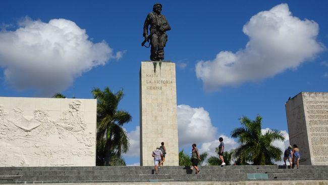 サンタクララ観光<br />チェ・ゲバラ霊廟、ビダル公園、列車襲撃記念碑、カピーロの丘