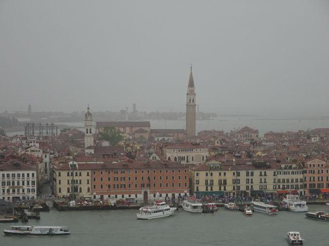 チューリッヒかららミラノへ南下し、ベネチアへ。 <br />その後スイスに戻りグリンデルワルドから各地を回りました。<br /><br />●今回の旅行記は3日目、ミラノからベネチアへの日帰り旅 後編です。<br /> 雨のサンマルコ広場からサンジョルジョマッジョーレ教会へ向いました。<br /><br /><br />+++ルート概要++++++++++++++++++++++++++++++++++++++++++++++++++<br /><br />初日 : 香港-チューリッヒ              (夜行便)<br />2日目: チューリッヒ空港駅 - クール ‐ティラーノ-ミラノ 〈ミラノ泊〉           <br />                       <br />3日目: ミラノ-ベネチア(ベネチア観光)-ミラノ   〈ミラノ泊〉<br />     今回はここ、ベネチア編です。<br />-------------------------------------------------------------<br /><br />4日目: ミラノ-インターラーケン-グリンデルワルド-ハーダークルム<br />     - グリンデルワルド       〈グリンデルワルド泊〉<br />5日目: グリンデルワルド-ツェルマット-ゴルナーグラート-<br />     ツェルマット-グリンデルワルド 〈グリンデルワルド泊〉<br />6日目: グリンデルワルド-クライネシャイディッグ-トゥーン   <br />      -グリンデルワルド          〈グリンデルワルド泊〉   <br />7日目: グリンデルワルド-ルツェルン-チューリッヒ空港駅 <br />     チューリッヒ-香港              (夜行便)<br />8日目:  香港着<br />++++++++++++++++++++++++++++++++++++++++++<br />