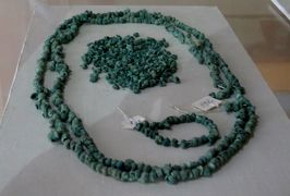 2019春、ウズベキスタン等の旅(23/52):4月25日(9):ペンジケント(9):ルダーキー博物館、装飾品、焼物