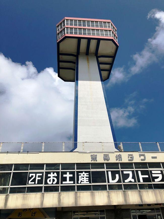 妻と僕とタイミングが合ったので小旅行に出かけました。<br />2016年の秋に福井へドライブ旅行して色々見たのですが、今回は前回行かなかったところを新車でドライブしました。<br />高速を使わないで富山~金沢から勝山まで。<br />越前大仏を見学できるのは臨済宗妙心寺派の「清大寺」。<br />拝観料が¥500なので一度は寄ってみてください。<br />越前大仏を後にして真っすぐに湯快リゾートへ向かいました。<br />あわら温泉青雲閣は2回目、15:00頃に宿へ到着し部屋へ向かうと5階でした。浴衣に着替え直ぐに大浴場へ向かい体を洗ってサウナへ直行(夕飯のビールを美味しくするため)しました。<br />夕食はバイキング形式、湯快リゾートは一人でも飲み放題を付けることが出来るので僕だけ付けました。<br />オプションのハッピープランの肉はリーズナブルで美味しいのでお勧めです。朝は朝風呂の後にマッサージコーナーでゆっくりしました。<br />朝食の後にチェックアウトの手続きをしましたが部屋は12:00まで使えます。<br />そして久しぶりの東尋坊、遊歩道を歩き波打ち際まで降りましたが滑るところがあるのでスニーカーがお勧めです。その後雄島の島内を一周廻り、昼食は8番ラーメンで済ませました。<br /><br /><br />