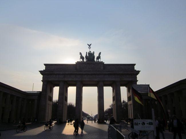 ポツダムからバスでベルリンの街へ、絵画館・大聖堂・ブランデンブルク門・ベルリンの壁を見学しました。