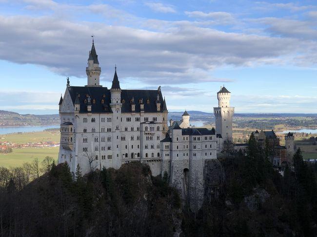 2日目はバイエルンチケットを使ってノイシュバンシュタイン城へ。<br />寒さ対策ばっちりで挑んだのに。。。。<br />まったく寒くなかったという。。。<br />