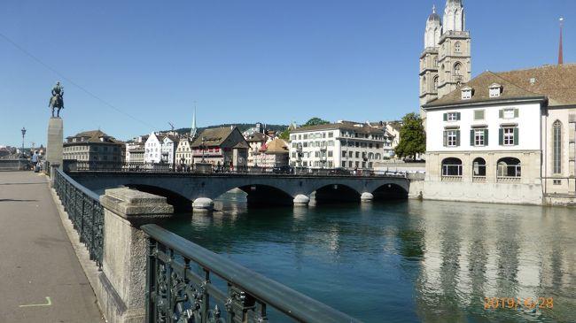 スイスを鉄道で旅したいと思い、今年こそ行けそうと数カ月から計画しました。有名な4大観光鉄道に乗ることと、アイガー、ユングフラウ、マッターホルンなどのアルプスの山々を訪れる目的です。定番のジュネーブとモンブランは数十年前に行ったことがあるので、今回は行きませんでした。<br /> スイス鉄道の大きな地図を見ながら大まかなプランを考え、その後<br />スイス政府観光局のホームページを参考にしました。スイス鉄道パスを始め、すべての座席の予約とホテルの予約もできました。<br />  https://www.myswitzerland.com/ja/<br />ホテルはHOTELS.COMとスイス観光連盟のようなところが推薦するホテルのサイトを見つけて、そこで予約を取りました。(英語)<br />  https://www.myswitzerland.com/ja/accommodations/hotels/<br /> <br /> この旅行記では、ミュンヘンからザンクトガレンでの短い観光を経て、チューリヒまでの写真を載せています。ミュンヘンからザンクトガレンまでは電車で4時間かかりました。出発前にオンラインでチケットを購入してミュンヘン駅でプリントアウトしました。ザンクトガレンでは2時間程度町歩きをして、また鉄道でチューリッヒに向かいました。1時間程度です。ザンクトガレンはスイス国内なので、ここからスイス鉄道パスが利用できます。<br /> 涼しいかと期待していったら、熱波が来てるとかで連日30度の暑さ。ホテルではエアコンをつけてくれていましたが、湿度は低く朝晩は涼しかったので、エアコンが必要だったのは、チューリッヒだけでした。<br /> チューリッヒに着いたのが、3時を回っていたので街歩きは3時間程度です。<br /><br /> スーツケースはMサイズをレンタルして、大きめのリュックに2泊程度の荷物を詰めて持ち歩きましたが、思いのほかリュックが重く少し疲れました。長袖のシャツや冬用パンツも利用せず。ほとんど半袖で過ごしていたので、何度もホテルで洗濯していました。長袖は山に登るときだけでよかったです。<br /><br />6/26 伊丹から羽田へ  東急ステイ蒲田泊<br />6/27 羽田 12:30発 ミュンヘン 17:20着 ANA<br />      HOTEL EDEN WOLF泊<br />6/28 ミュンヘン 10:53発 St. Gallen 10:53着 EC196<br />    St. Gallen 13:25発 チューリッヒ 14:27着<br />      ヴァルハラホテル泊<br />************本日記はここまで<br />6/29 チューリッヒからグリンデルワルド フィルスト(Golden Pass Line)  グリンデルワルト泊<br />  30 ユングフラウヨッホ観光   グリンデルワルト泊<br />7/1  メンリッヒェン観光     グリンデルワルト泊<br />  2  グリンデルワルドからモントルー観光 ツェルマットへ(Golden Pass Line)             ツェルマット泊<br />  3  ゴルナークラート観光  ゴルナークラート鉄道  ツェルマット泊<br />  4  ロートホルン観光      ツェルマット泊<br />  5  ツェルマットからサンモリッツへ (Glacier Express) サンモリッツ泊<br />  6  ピッツネイル観光     サンモリッツ泊<br />  7  サンモリッツからティラーノ観光 ルガーノへ移動 (Bernina Express) パノラマカー        ルガーノ泊<br />  8  ルガーノからフリューレン経由でルツェルンへ移動 ルツェルン泊<br />  9  登山鉄道でリギ山へ 観光  リギ山鉄道  ルツェルン泊<br />  10  ベルン観光                ルツェルン泊<br />  11 ルッツェルンからサンクトガレン経由でミュンヘンへ移動  ミュンヘン泊<br />  12 ミュンヘン空港から関空へ<br />  13 朝 関空着<br /><br />鉄道大好き(^o^)夫が撮った写真もたくさん入っています<br />