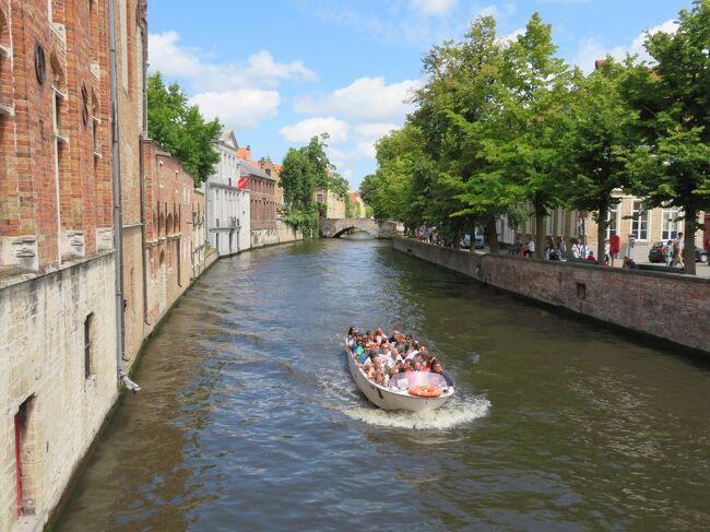 2019年夏休みは、これまで足を踏み入れたことのなかったベルギーとオランダを中心に観光しました。<br /><br />ブリュッセルに到着した翌日は、運河とビールの街(ビールは勝手に決めたw)、ブリュージュ(オランダ語読みでブリュッヘ)。<br /><br />敬愛する作曲家の林哲司さんのデビューアルバムの名前にも使われているこの街はぜひ訪れて見たかった場所。<br /><br />思ったより運河運河してなくて、思ったより都会でした。<br />景色はきれいで、中世の雰囲気良さそうな街で、そしてビールが美味しかったです。