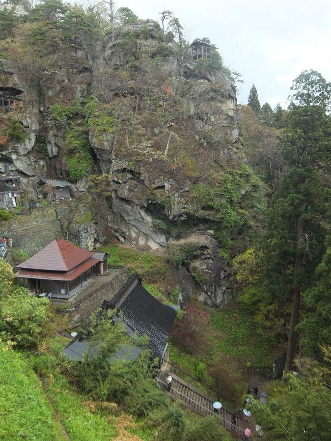 前日の4月28日は、羽黒山や鶴岡などを観光。<br />この日29日は、午前中は、湯殿山神社を参拝して下りてきました。<br /><br />午後からは、慈恩寺、若松寺をお参りして、天童温泉へ。<br />次の日30日の午前中は、雨の山寺へ。<br /><br />