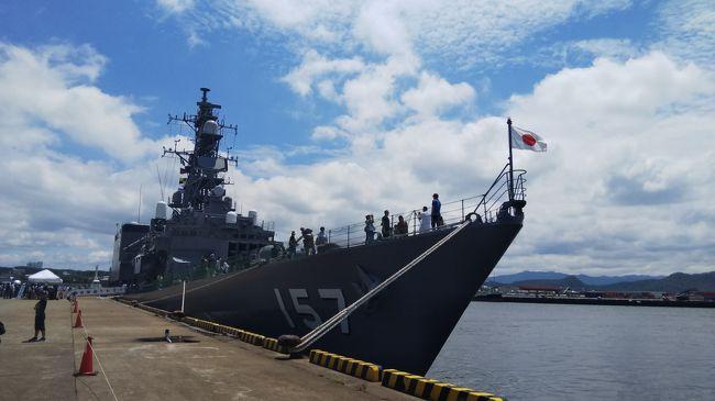 海の日に各地で護衛艦などの一般公開があるのを初めて知り<br />これは行ってみなくちゃ!!と<br />事前予約も必要なし&見学無料(^^♪<br /><br />最寄りは和歌山港と大阪港<br />護衛艦さわぎりと練習艦やまゆき。どっちもみたいなぁ<br />と欲張って、午前に和歌山港、午後に大阪港へ(^^)/<br /><br />初めて見る護衛艦は迫力、存在感がすごくて、乗艦するだけでドキドキ<br />いやー、ほんとにカッコイイ!!<br />自衛官の方々も気持ちの良い対応で素敵な方ばかり<br /><br />そして、各職務用の制服を着せていただいたり<br />缶バッチ作成、実際の装備品に触れたり、と<br />子供も喜ぶイベントが盛り沢山!!<br />もちろん、大人も大満喫しました(≧▽≦)<br /><br />和歌山港は駐車場も護衛艦の見学も混雑することなく、<br />スムーズに見学出来ました!!<br />とーても楽しい一日でした!(^^)!<br /><br />護衛艦さわぎり、練習艦やまゆきはそれぞれ分けて旅行記作ってます♪