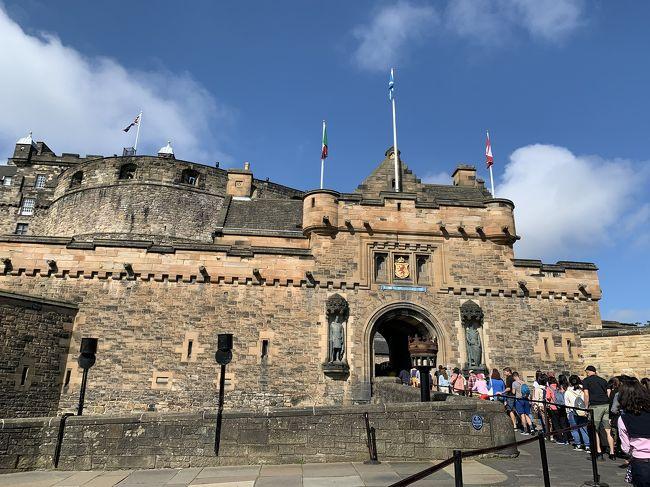 エジンバラのホテルが市内だったために朝の散策でカールトンヒル、ホリルードハウス宮殿、ホリルード公園、エジンバラ大学などを訪れることができた。エジンバラ城内を観光してスコットランドを北上してアヴィモアに宿泊。