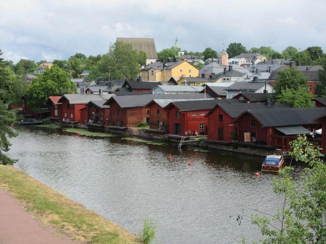金曜日は計画通り赤い倉庫群の街Porvooを訪れた。<br />旅行前にネットで格安のonnibusのチケットを購入していたので天気だけが気がかりであったが、何とか天候に恵まれた。<br />Porvooの街は、ヘルシンキからバスで約1時間で気軽に行ける楽しい街であった。<br />