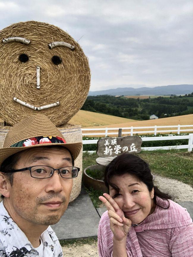 2019年7月16.17日北海道旅行に行きました。<br /><br />今年二度目の北海道ですが、今回は初めての旭川・美瑛・富良野です。<br /><br />いつもの一泊二日です。ピーチアビエーションで最長時間の取れる<br /><br />スケジュールで滞在29時間(11:00到着翌16:00出発)です。<br /><br />今年は日照時間が短いことがニュースになるような年で、お天気が心配でした。<br /><br />実際に予報では曇り時々雨。直前には美瑛・富良野を短めにして動物園メイン<br /><br />にして2日かけて見ようと話していました。年パス購入。<br /><br /><br /><br /><br />
