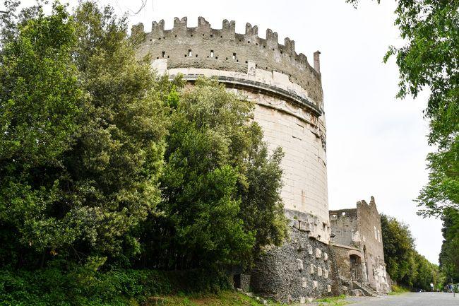 ローマ再訪~古代ローマ遺跡三昧の旅 <br /><br />2007年にローマを初めて訪れたときに古代ローマの魅力にはまり、それ以来いつかお膝元のローマの遺跡巡りをしたいと思っていました。<br />そして2018年のゴールデン・ウィーク、うまいこと休みが取れたので、急に思い立って念願のローマの遺跡巡りに出かけることにしました。<br />訪れた遺跡は全部で70個。古代ローマ遺跡まみれの4泊5日の旅です。<br />(調べるうちに知らない遺跡を気付かずに見ていたことがわかり数が増えました。)<br /><br />∴∵ ∴∵ ∴∵ ∴∵ ∴∵ ∴∵ ∴∵ ∴∵ ∴∵ ∴∵ <br />【6】アッピア街道~起点から4km、埃っぽいアッピア街道を歩く (2019/5/2)<br />アッピア街道の起点、カペーナ門のあったところからチェチーラ・メテッラの墓までの約4kmを歩いてみます。<br />古に思いを馳せながらアッピア街道を歩くロマンティックな旅、のつもりだったのですが現実はいかに。<br /><br />※古代ローマ遺跡に興味のある方はぜひ下記のサイトもご覧ください!<br />アッピア街道・起点のカペーナ門からチェチーラ・メテッラの墓まで(イタリア)<br />http://roman-ruins.com/appia/<br />アッピア街道の第1マイルストーン(イタリア)<br />http://roman-ruins.com/milestone/<br />∴∵ ∴∵ ∴∵ ∴∵ ∴∵ ∴∵ ∴∵ ∴∵ ∴∵ ∴∵ <br /><br /> 【1】ローマ到着~予想外の古代ローマ遺跡に遭遇 (2019/4/29)<br /> 【2】ハドリアヌスの別荘~静かにひっそり過ごす別荘だと思ったら・・・ (2018/4/30)<br /> 【3】まだ明るいのでテルミニ駅近くの遺跡めぐり (2018/4/30)<br /> 【4】ローマ市内遺跡めぐり~1日で43個の遺跡を一筆書きで歩いて巡る 【前編】(2018/5/1)<br /> 【5】ローマ市内遺跡めぐり~1日で43個の遺跡を一筆書きで歩いて巡る 【後編】(2018/5/1)<br />&gt;【6】アッピア街道~起点から4km、埃っぽいアッピア街道を歩く (2019/5/2)<br /> 【7】帰国 (2019/5/3-4)<br /><br />参考資料<br />・「とんぼの本 ローマ古代散歩」小森谷 慶子、小森谷 賢二<br />・「世界のオベリスク」 http://www.obelisks.org/