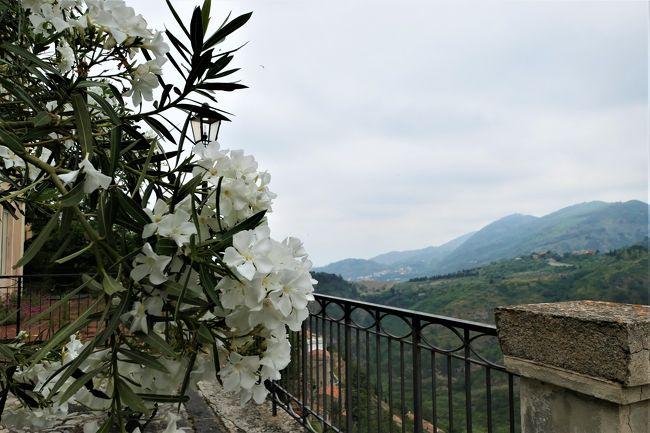 魅惑のシチリア×プーリア♪ Vol.35 ☆イタリア美しき村「カストロレアーレ」:展望台から山岳風景♪