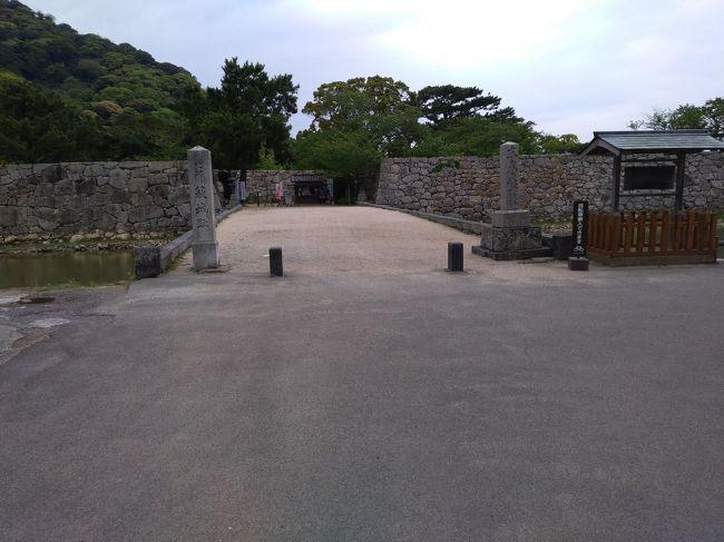 日本100名城の旅を始めて5年、手付かずの中国地方を訪ねました。<br />旅行記3は、石見銀山奉行所跡と津和野城、萩城の様子<br /><br />4月23日 旅行記その1、2 鳥取城、月山富田城、松江城<br />4月24日 旅行記その3、4 津和野城、萩城<br />4月25日 旅行記その5、6 岩国城、三原城  <br />4月26日 旅行記その7,8 黒井城、備中高松城
