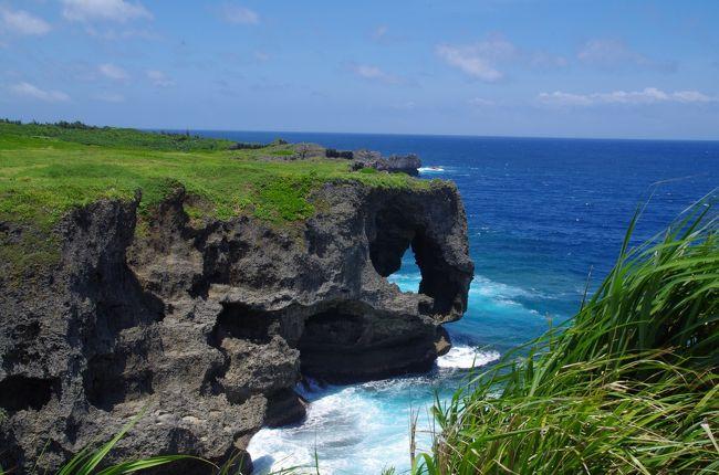 2019年7月の三連休に沖縄に行ってきました。<br /><br />ここでは前回(→ https://4travel.jp/travelogue/11520961  )からの続き、2日目の朝那覇でレンタカーを借りてからの旅行記になります。<br /><br />那覇でレンタカーを借りて、一路本島北部へ。<br />万座毛を経由して、今回予約した「オクマ プライベートビーチ&リゾート」<br />へ向かいました。<br /><br />【行程】<br />羽田空港(20:00)→ANA479→那覇空港(22:30→22:25)<br />那覇空港駅(23:00)→ゆいレール→小禄(23:04)<br /><br />チャビラホテル(泊)<br /><br /><br />