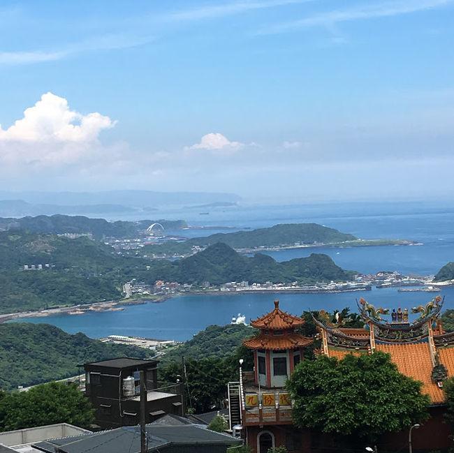 中学生になった長女と久しぶりの二人旅行。<br />夏休みは大好きなタピオカを食べたいと3日間の台湾旅行に決定しました。<br />パック旅行に1日ツアーも入っていたのですがキャンセルし、フリー旅行にしたのはいいものの。。とにかく直前まで予定が決まらず前日前夜まで調べて、計画。。ドキドキでした。<br />でもやりたいことは一応全てクリアできました。かなりパーフェクト!<br /><br />一日徒歩数15000-23000歩のハード旅行でしたがとーっても楽しかった。また行こうねー♪今度は家族みなで行こうねー♪と約束しました。<br />