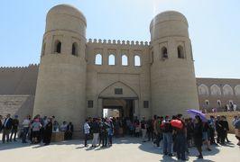 2019春、ウズベキスタン等の旅(41/52):4月28日(2):ウルゲンチ(1):ウルゲンチからヒヴァヘ、イチャンカラ見学