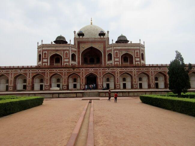 インド ゴールデントライアングル 最初はデリーとその周辺でレッド フォート、フマユーン廟、クトゥブ ミナールと巡りました。