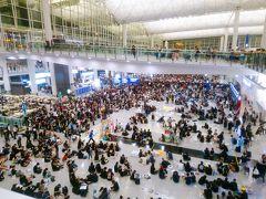のんびり週末アモイ1★香港空港での抗議デモ