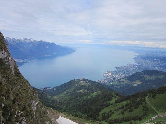 2019年の海外山歩きは、地元の山仲間4人で、フランスのシャモニー、<br />スイスのサースフェーでれぞれ7泊の貸アパートを拠点にして、<br />山歩きを楽しみました。<br /><br />最近はオーストリアのチロルや北イタリアのドロミテ方面を主に<br />歩いていましたが、スイスは18年ぶりの訪問です。<br /><br />また、シャモニーは初めての訪問ですが、昨年チロルで知り合った<br />O夫妻がシャモニーに詳しく山歩きも最高との話を具体的に聴いたので、<br />今回思い切っての訪問となりました。<br />O夫妻にはいろいろな資料の提供やアドバイスをいただきましたので、<br />感謝いたします。<br /><br />帰りはスイスからイタリアのミラノ、フェレンツェ、ローマをめぐり<br />街歩きをしました。<br /><br />日程 6月20日 羽田空港~ドバイ~ジュネーブ モントルー泊<br />   6月21日 モントルー~シャモニーへ移動 7泊して山歩き<br />   6月28日 シャモニーからサースフェーへ移動 7泊して山歩き<br />   7月5日  サースフェーからミラノへ移動 1泊<br />   7月6日  フェレンツェへ移動 2泊<br />   7月8日  ローマへ移動 3泊<br />   7月11日 ローマ発~ドバイ~<br />   7月12日 成田空港着案<br /><br /> の24日間の旅でした。<br /> <br /> 今回は写真の枚数が少なく山の情報も熟知してませんので<br /> 簡略版となっております。<br />   <br />