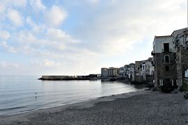魅惑のシチリア×プーリア♪ Vol.89 ☆チェファルー:朝の旧市街 誰もいないビーチ♪