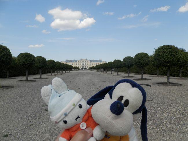 グーちゃんだよ。<br />ルンダーレ宮殿の視察を進めるグーちゃん。<br />家主と思われるピーターがいろいろ説明するのだが<br />ちょっと面倒くさい奴だったの。<br />それに、ピーターっていったい何者なんだ?<br />まぁ、いっか・・・。<br />