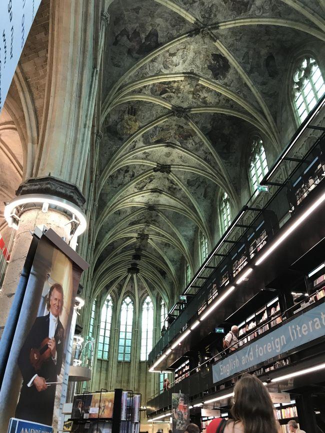 オランダのマーストリヒトで3週間にわたって開催される、アンドレ・リュウ(バイオリニスト)のコンサートに行く計画を立て、<br />せっかくの個人手配のヨーロッパなので周遊をしようと、空港から市街地にアクセスのいいフィレンツェとブリュッセルを追加。<br />マーストリヒトは教会を改造したブクハンデル・ドミニカンが「世界一美しい本屋」として有名ですが、訪れてみると全体が旧市街の雰囲気を保った素敵な街でした。<br />そこかしこに屋外カフェがあり、私達が入ったお店はみんな親切で料理も良かったし手頃なお値段設定で、ヨーロッパの物価は高いとかオランダの食べ物は美味しくないとか聞いていましたが、全然そんなことなかったです。<br />今回、ブリュッセルからマーストリヒトの移動はFLIXバス(https://global.flixbus.com)の直行便を日本から予約して利用しましたが、片道千円以下と格安料金だったので驚きました。<br />バス停も市街地至近にあり、アプリでバスの現在地も確認できるので、すごくおすすめの移動手段です。<br />空港からアクセスできない都市だと、移動手段が面倒そうで敬遠しがちですが、ここマーストリヒトはアムステルダムからだけでなく、ブリュッセルやドイツのケルンからも2時間程度で移動できるので(時間はかかりますがフランクフルト空港からもバスがありました)、ぜひ訪れてみてください。<br /><br /><br />