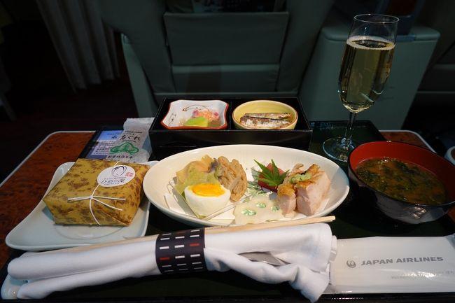 羽田空港から新千歳空港まで、行きはJALのファーストクラスで移動し、帰りはANAのプレミアムクラスに乗った際の搭乗記です。