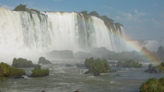 パッケージツアーで南米旅行に行きました。<br />9日目はイグアスの滝(ブラジル側)観光<br />観光後、イグアス空港から、リマ、ロサンゼルス、サンフランシスコを経由して羽田、高速バスで大阪