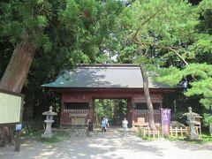 真夏の東北三県巡り(2)修験者の出羽三山:羽黒山・随神門へ