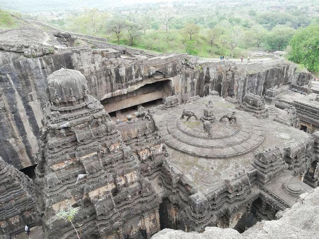 とにかく凄すぎるエローラ カイラーサナータ寺院<br />一枚岩を削ってこの遺跡を造った。<br />私も世界5大陸で数多くの遺跡を観たが、エローラ、アジャンターは<br />最も印象に残っている遺跡です。<br />100年以上掛けて一枚岩を掘ってこの寺院を掘ったとの事。<br /><br />31年振りに行ったがここもインド人観光客が増えた。<br />