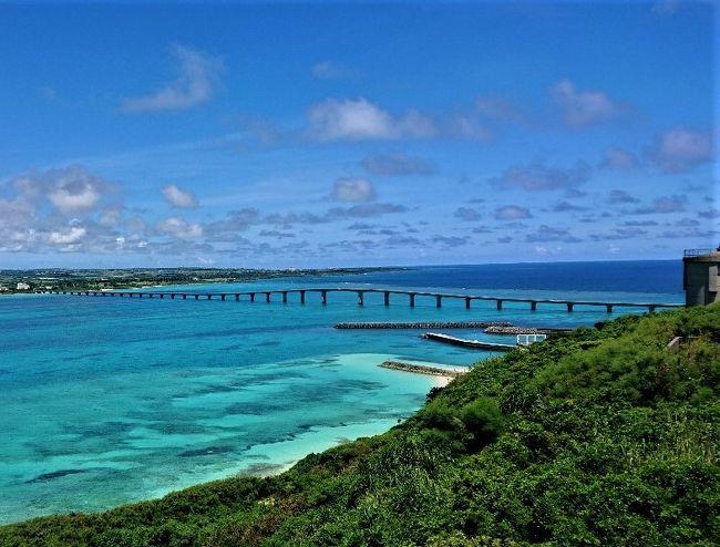 7月から毎日サンデー状態の夫が「暇だから宮古島行く」と。<br />どうやら、このところの雨続きの沖縄旅行には「青い空と青い海」が不足している。これは宮古島の「宮古ブルー」で足らない青さを補充しなければ。という事らしい。<br /><br />そういうことで、宮古島リピーターの夫に連れられ。初めて宮古島旅行。<br /><br />梅雨も明けて夏真っ盛りの宮古島でカヤックシュノーケルツアーに島めぐりと、他のどこにも無い、絶景の美しい青「宮古ブルー」を体感する旅、3日目です。<br /><br />3日目はドライブで海中橋の伊良部大橋・来間大橋・池間大橋コンプリートを目指します。車窓から宮古ブルーを満喫する旅です。<br /><br />写真枚数多くなってしまいました。