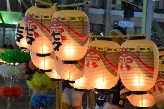 秋田竿燈(かんとう)まつりは、毎年8月3日~6日に開催されます<br />光の穂に見立てた竿燈には、米俵を模した提灯が付けられています。<br />提灯には町内や業種の象徴、風雅、長寿、祝福、子宝、豊作を意味する縁起物など、町民の幸せを願う「町紋」が描かれています。<br />参加団体は町内竿燈が38町内、学校・職場・企業竿燈が36団体。<br /><br />昨年は竿燈の熟練した妙技に感動しましたが、今年は竿燈提灯の町紋や企業ロゴなどをじっくり観覧します。<br />川崎(自宅)から秋田までは、北海道&東日本パスを利用します。<br /><br />なお、旅行記は下記資料を参考にしました。<br /><全体の情報><br />・2019年秋田竿燈まつりHP<br />・第73回竿燈妙技大会資料「出場チーム・出場者一覧」<br />・広報あきたオンライン版「秋田竿燈まつり」より38町内の町紋入り提灯、2014年7月18日号<br />・Gooブログ「提灯で楽しむ竿燈-広く浅く-」<br />・秋田市医師会報「外町の町紋美」<br />・ささはら内科医院「竿燈まつり 8/3~6」より町紋の由来<br />・秋田竿燈まつりツイッター「各町内町紋 解説」@akitakanto、2013年11月25日<br /><個別の情報><br />・三重県観光連盟公式サイト「夫婦岩」<br />・ノースアジア大学「ロゴマーク」<br />・法務局保護局「社明行事 秋田竿燈まつり」<br />・akitafesさんブログ「竿燈妙技大会」より下肴町町紋、2017年8月30日<br />・Facebook「21フロンティア竿燈会」<br />・秋田大学「秋田大学竿燈会」「秋田大学学章」<br />・日本製紙クレシア「日本製紙グループのシンボルマークダイナウェーブ」<br />・国際教養大学「マーク・マスコット」<br />・秋田朝日放送アナウンサー日記「まつりに間に合ったああ!! 山下右恭」、2019年8月8日<br />・名字と家紋「鶴紋」<br />・語源由来辞典「おたふく」<br />・大和ハウス工業「創業50周年を機に新グループシンボルを導入します」<br />・新屋竿燈会BLOG 23の瞳「秋田竿燈まつりパンフレット」、2016年6月21日<br />・七ちょめさんの古い町並みを歩く「秋田市新屋表町の町並」<br />・アーツセンターあきた「アトリエももさだ」<br />・家紋の和市場「丸に右三階松紋」<br />・ウイキペディア「なまはげ」「竿燈」「如意宝珠(火焔宝珠)」「与次郎稲荷神社」「軍配」「保戸野鉄砲町」<br />