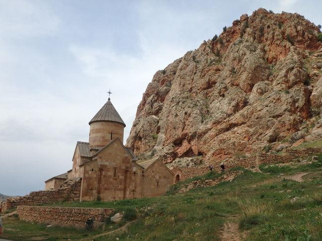 ずっと行ってみたかった、グルジア(ジョージア)。ついでにアゼルバイジャンとアルメニアもくっつけてみました。<br /><br />1日目:羽田発→ドーハ乗り継ぎドーハ観光→バクー着<br />2日目:バクー観光<br />3日目:バクー発→トビリシ着、トビリシ観光<br />4日目:カズベキツアー<br />5日目:トビリシ観光<br />6日目:トビリシ発→エレヴァン着、Khor Virap &amp; Noravank ツアー<br />7日目:エレヴァンツアー<br />8日目:エレヴァン発→ドーハ乗り継ぎ→羽田着<br /><br />6日目。早朝の飛行機でトビリシからエレヴァンに飛んだ後、荷物をホテルに預けてそのまま日帰りでKhor Virap &amp; Noravank tourに行ってきました。
