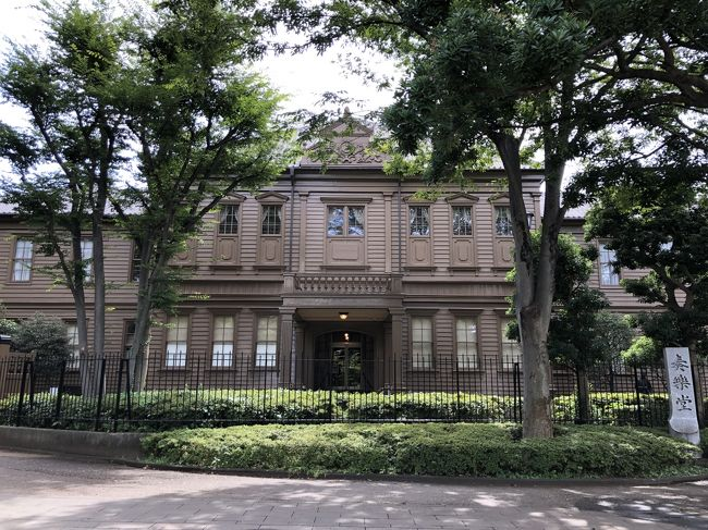 上野公園の一角にある旧東京音楽学校奏楽堂でパイプオルガンコンサートが開かれるというので、出かけて来ました。<br />木造の瀟洒な建物ですが、ここにはパイプオルガンがあるので以前から気になっていたコンサートホールです。<br /><br />近くにもう1ヶ所、東京藝術大学の奏楽堂があります。こちらは鉄筋の建物です。