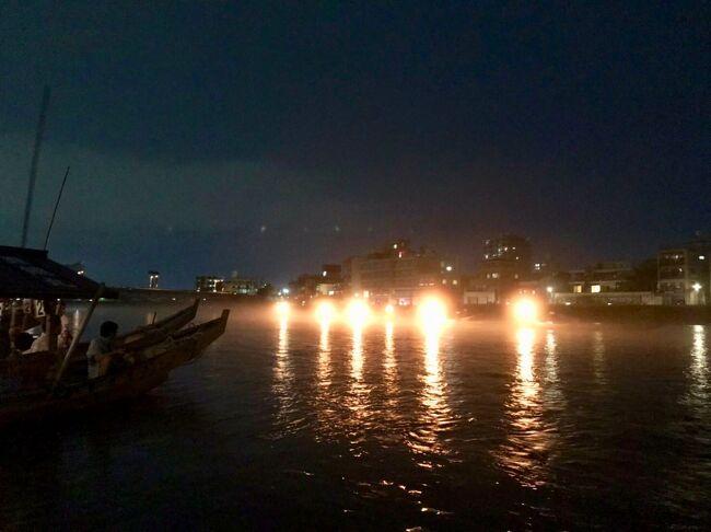 名古屋へ行く機会に鵜飼に行ってみた。鵜飼といえば長良川の鵜飼と子供の時から聞いていたが今回初めて見ました。<br />家族で船を貸し切って、焼きたての鮎の塩焼きを食べて夕暮れを待ちます。<br />風が涼しくなってからいよいよ鵜飼が始まります、<br />帰途には犬山城へ寄りました。<br />名古屋から名鉄で30分ほど。名古屋へ行った時の宿泊地として岐阜を選択するのもいいかもしれません。