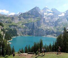 団塊夫婦の2019年アルプス絶景ドライブ&ハイキングー(11)スイスアルプスを歩く(その4:エッシネン湖へ)
