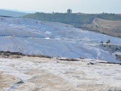 トルコ旅行 第2日目、パムッカレの石灰棚を裸足でずんずん歩く